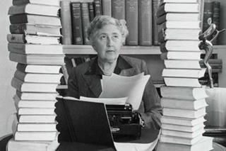 Английская писательница Агата Кристи и книги