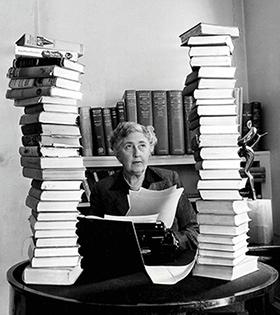на фото видно - список книг Агаты Кристи будет длинным